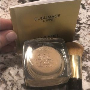 CHANEL Makeup - CHANEL Sublimage Foundation w brush
